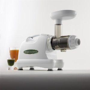 Omega 8004 Juicer (Color: White) Plus Organic Wheatgrass Growing Kit: Combo Includes Omega Juice Machine & Wheat Grass Grow Kit - Kit Includes Trays, Seeds, Soil, Instructions & More.