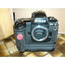 Nikon D1X - Digital camera - SLR - 5.3 Mpix - body only - supported memory: CF, Microdrive - black